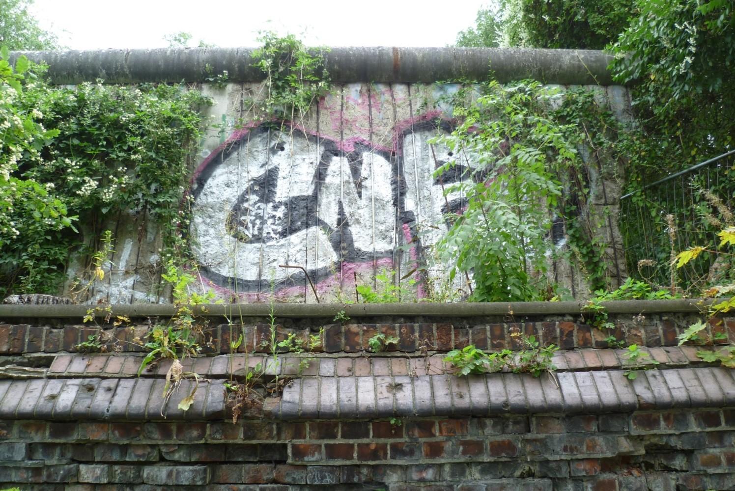 St. Hedwig - Berliner Mauer & Friedhofsmauer  © Diana Schaal