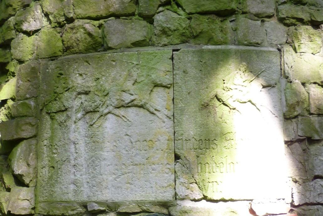 Das Hauptrelief am Turm: Jaczos Flucht vor den Reitern Albrechts des Bären
