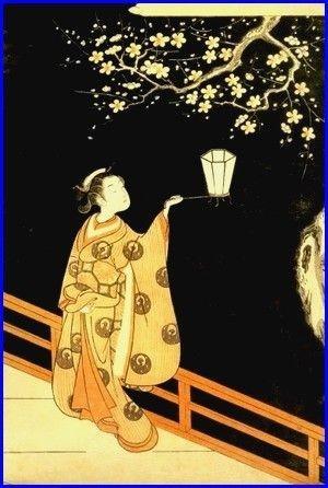 Frau beim Fangen von Leuchtkäfern