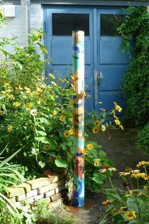 6. Hinterhofgarten, mit Kunstobjekt   © Diana Schaal