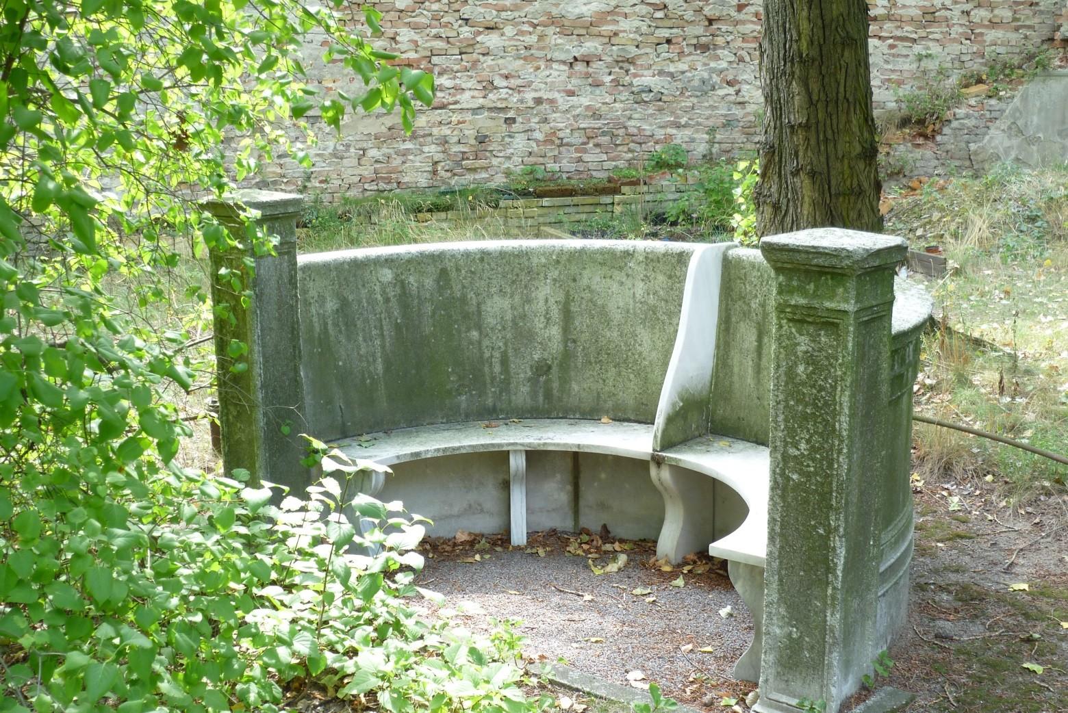 Domfriedhof I - Marmorbank an der Grabstätte Wilhelm Stolze  © Diana Schaal