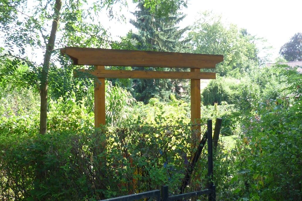 Japanisches Torii zum Garten