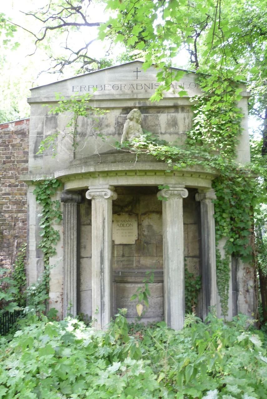 St. Hedwig - Erbbegräbnisstätte Fam. Adlon  © Diana Schaal