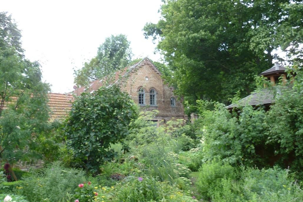 Im interreligiösen Garten des Gutshofs Gatow