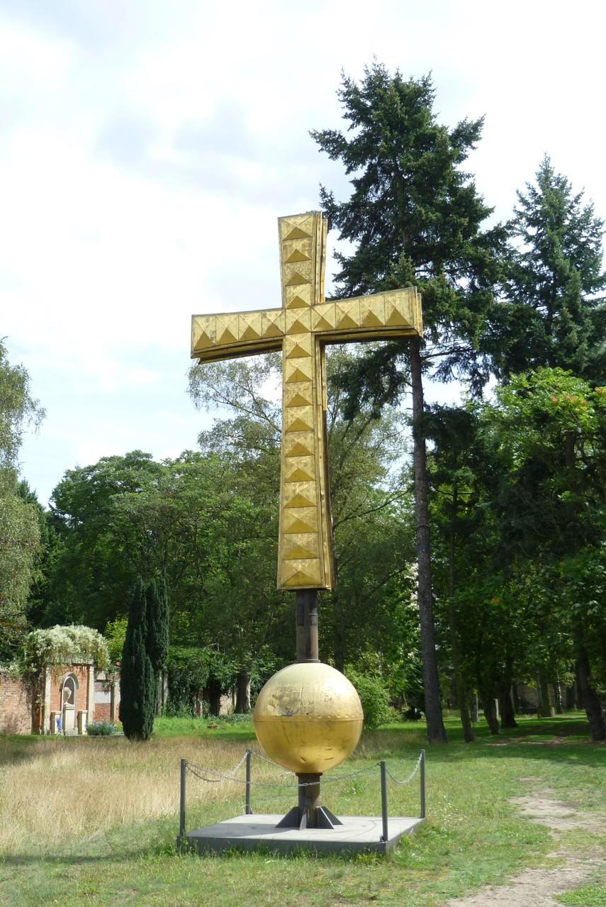 Domfriedhof I - Kreuz der Domkuppel  © Diana Schaal