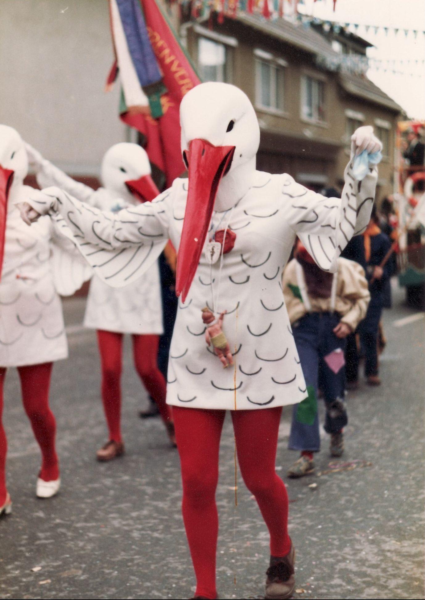 1973 Musikerfrauen als ALA Bock mit Maske