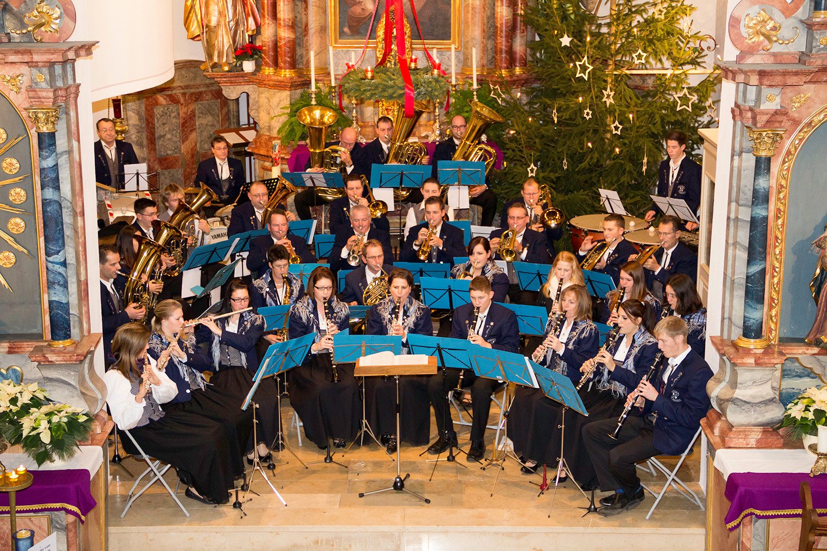Musikverein Dingelsdorf - am Adventskonzert in der St. Nikolauskirche in Dingelsdorf