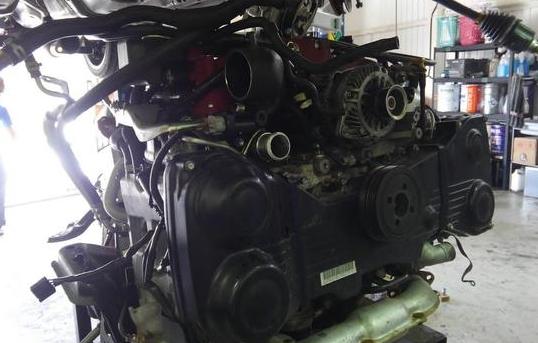 エンジンを降ろし点検をしていきます。