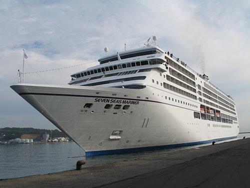 世界の海洋をクルージングする豪華客船