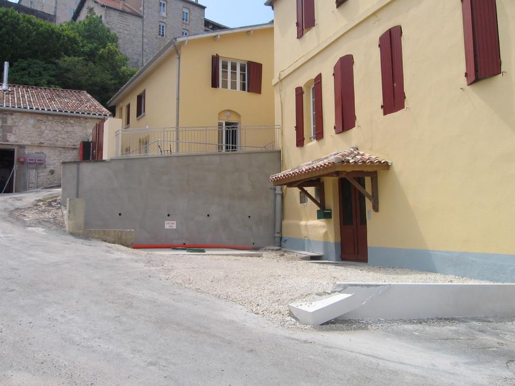 l'entrée de la maison St paul avec le mur à décorer