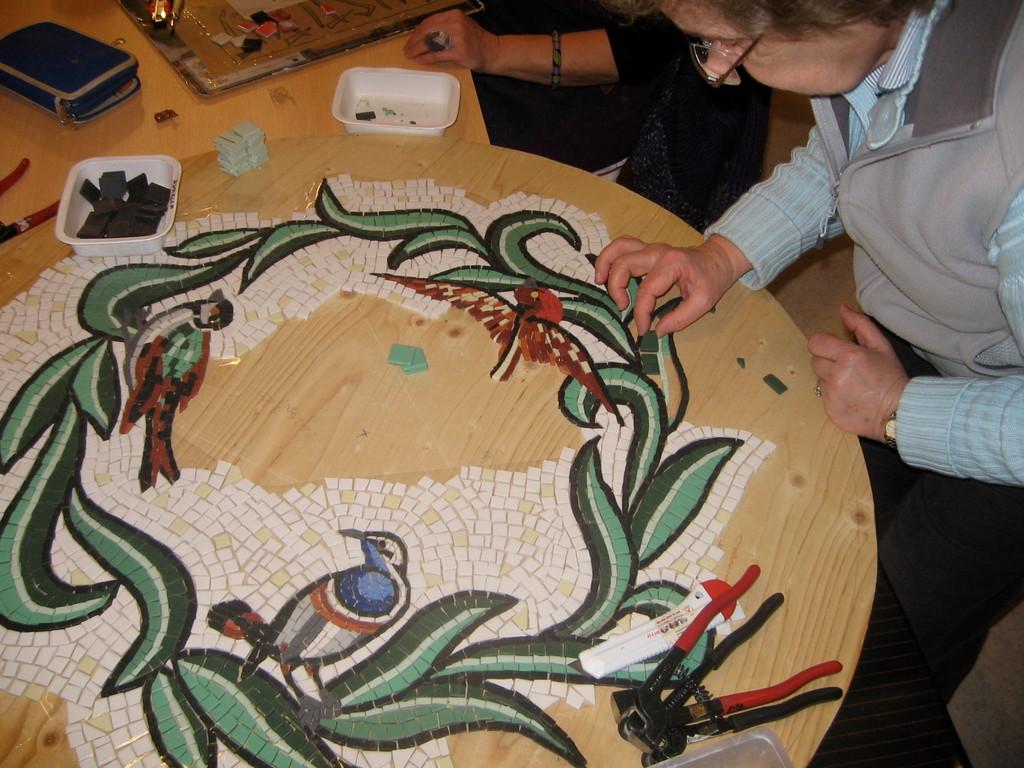 la table de Genevièe, qui est fini maintenant, mosaïque à St Vincent Lespinasse