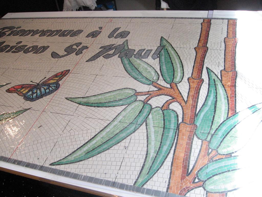 mosaïque: enseigne finie, le fond est placé