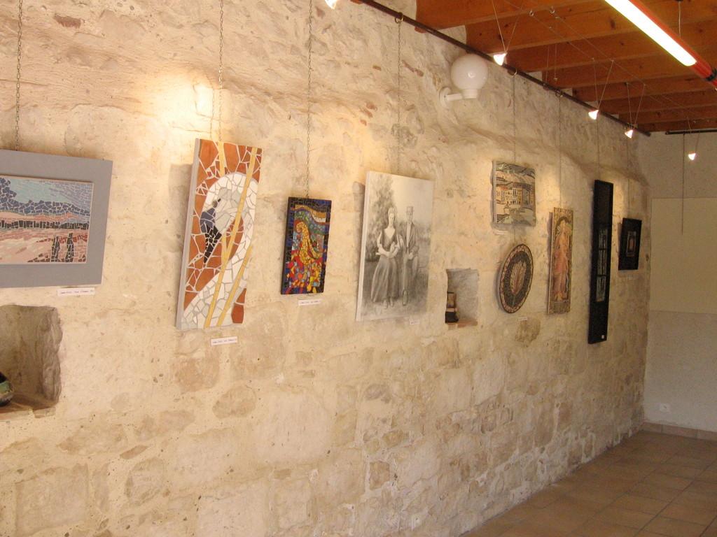 le mur de Jeanne avec mosaïques et peintures