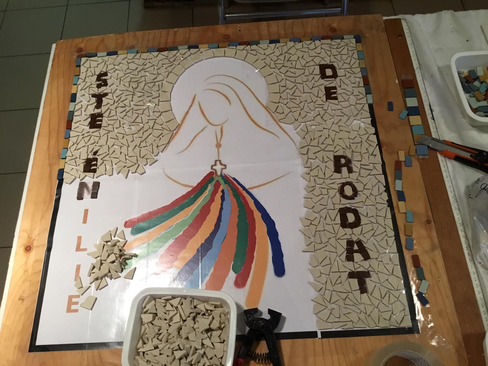 Cette journée s'appelle ART et FOI On vient me chercher toujours pour l'atelier mosaïque ,il y a beaucoup d'adeptes