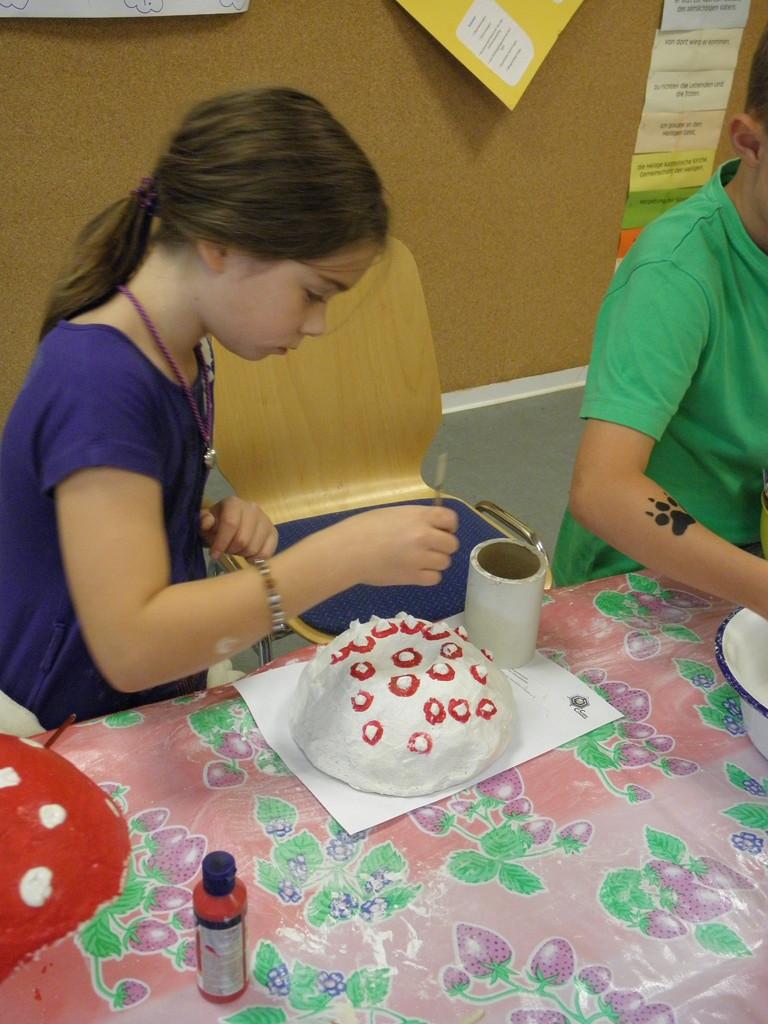 Die kreative Pilzwerkstatt: rote Kappe, weiße Tupfen ... ist welcher Pilz nochmal??