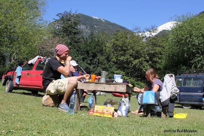 Weihnachtsfrühstück am Cara del Indio Camp, 2011, Foto: Paul Meylan