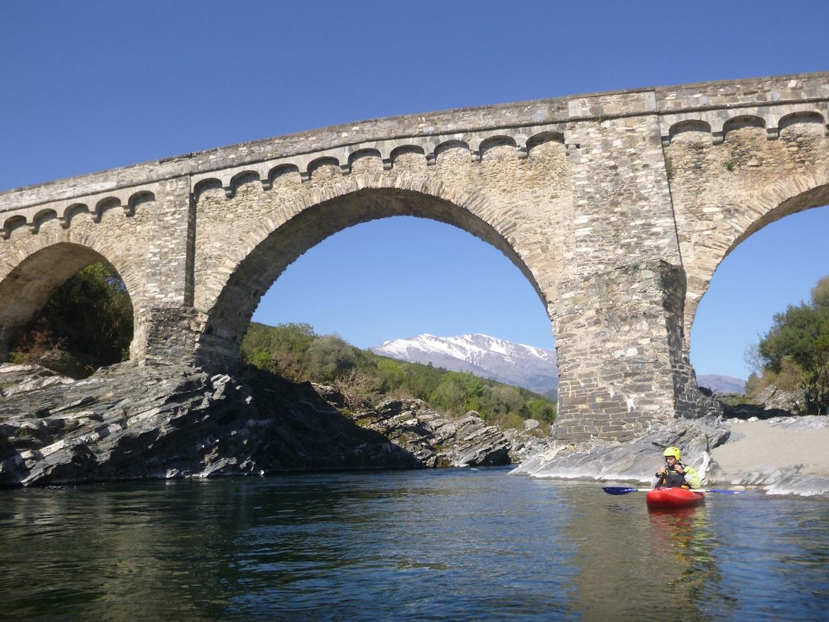 Typische Römerbrücke über den Tavignano