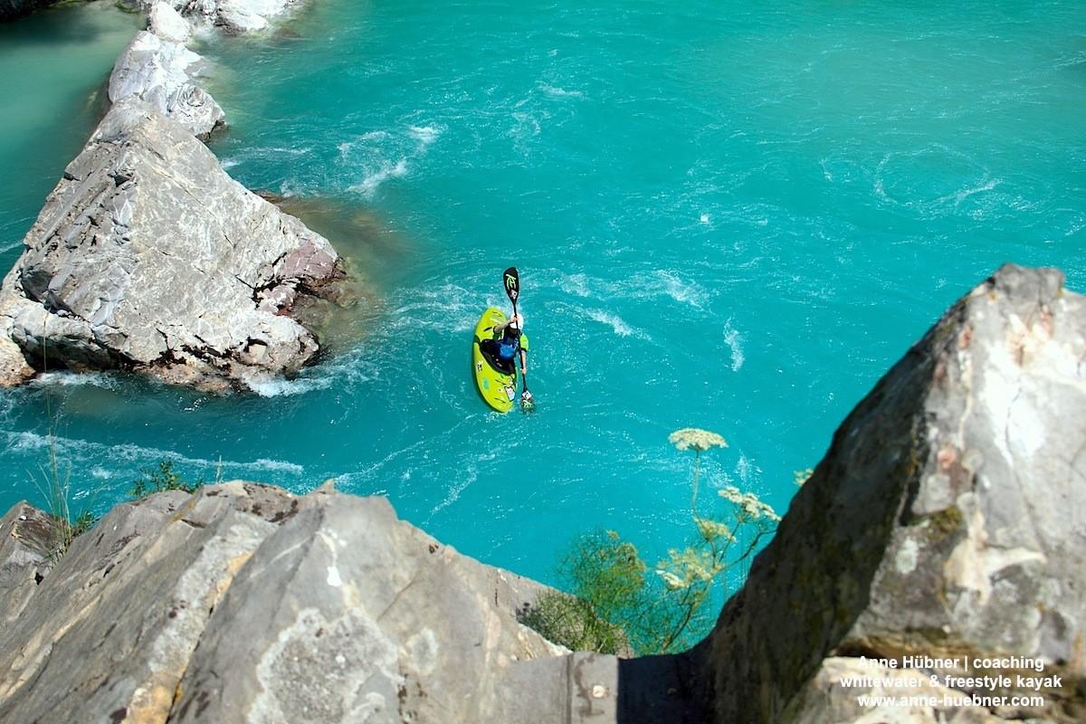Ideale Bedingungen zur Abkühlung und gleichzeitig zum Warmup bietet der große Pool am Einstieg der Abseilstrecke...