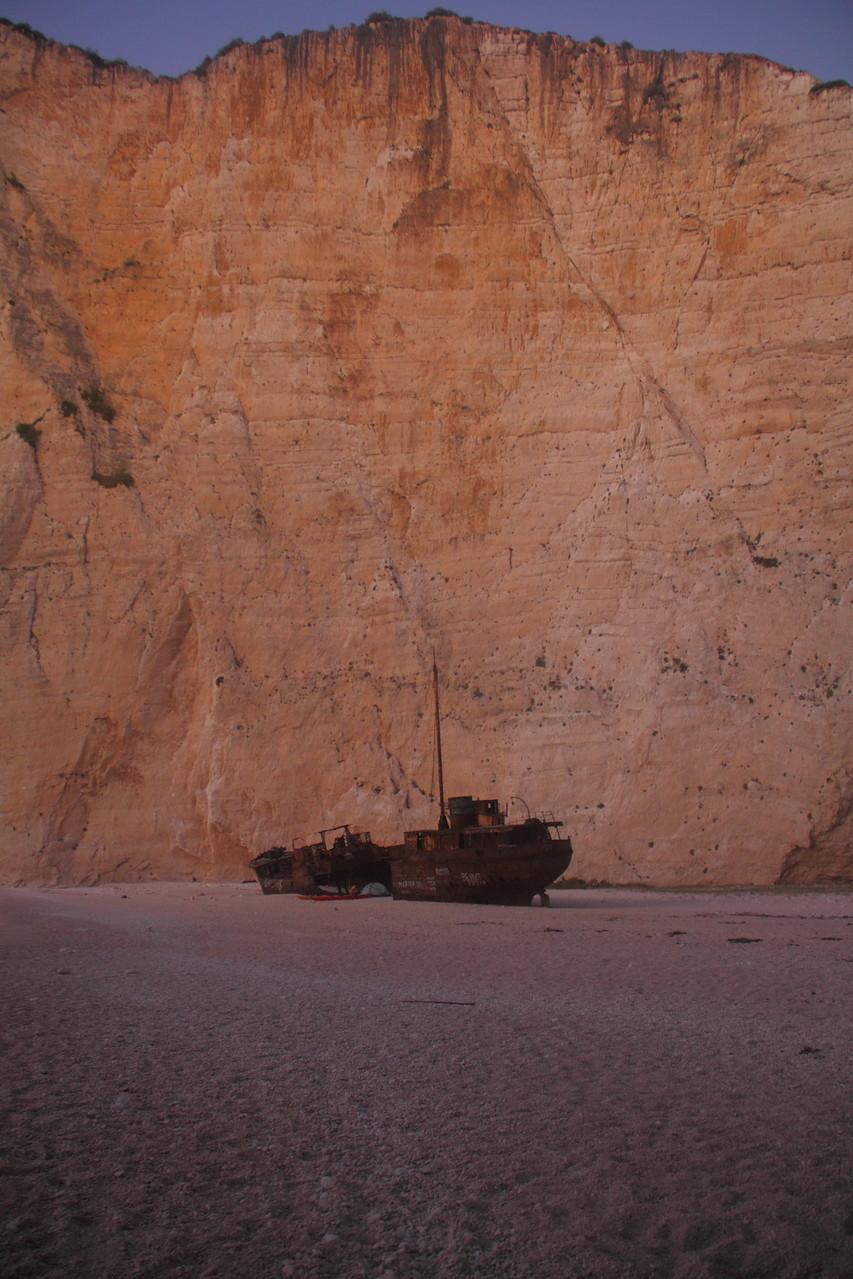 Tagsüber das Ziel von zahlreichen Ausflugsdampfern, abends sind wir hier ganz allein - am berühmten shipwreck beach!