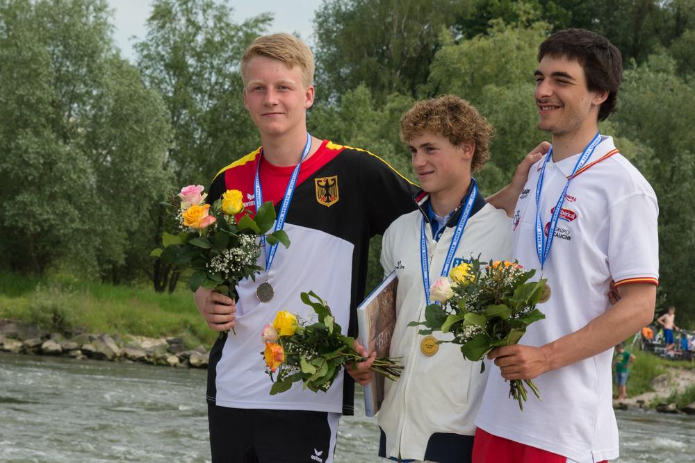 K1 Junioren: Tom Dolle (FRA) vor Leon Bast (GER) und Arán Balangueró (ESP), Foto: Birgit Stiebing