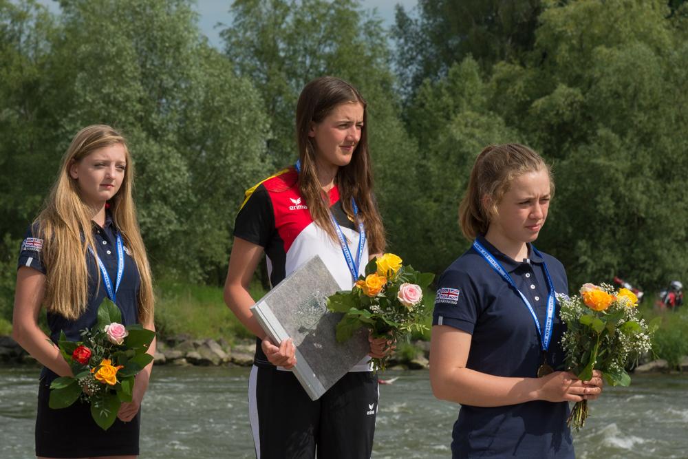 K1 Juniorinnen: Emma Schuck (GER) vor Sophie McPeak (GBR) und Ottilie Robinson-Shaw, Foto: Birgit Stiebing