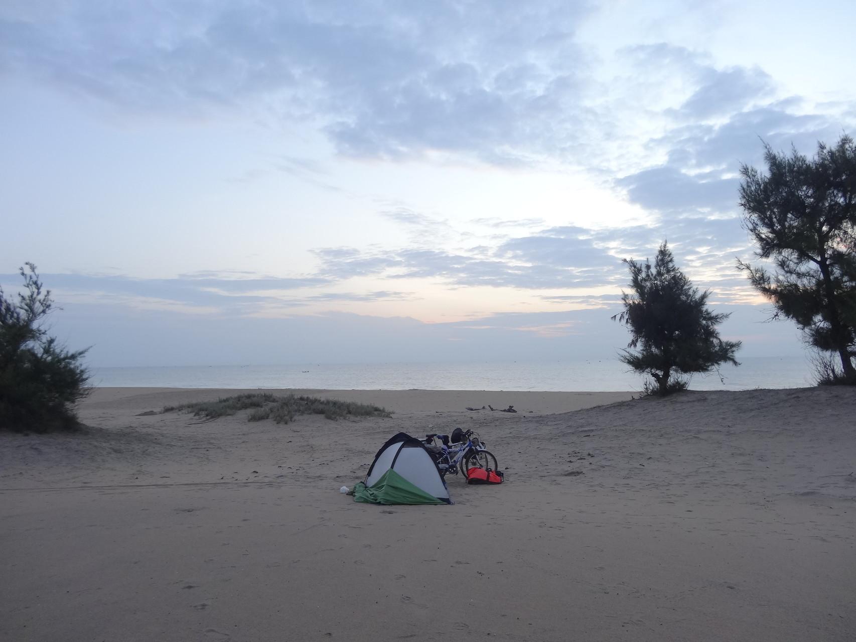 Avant une nouvelle nuit sur la plage