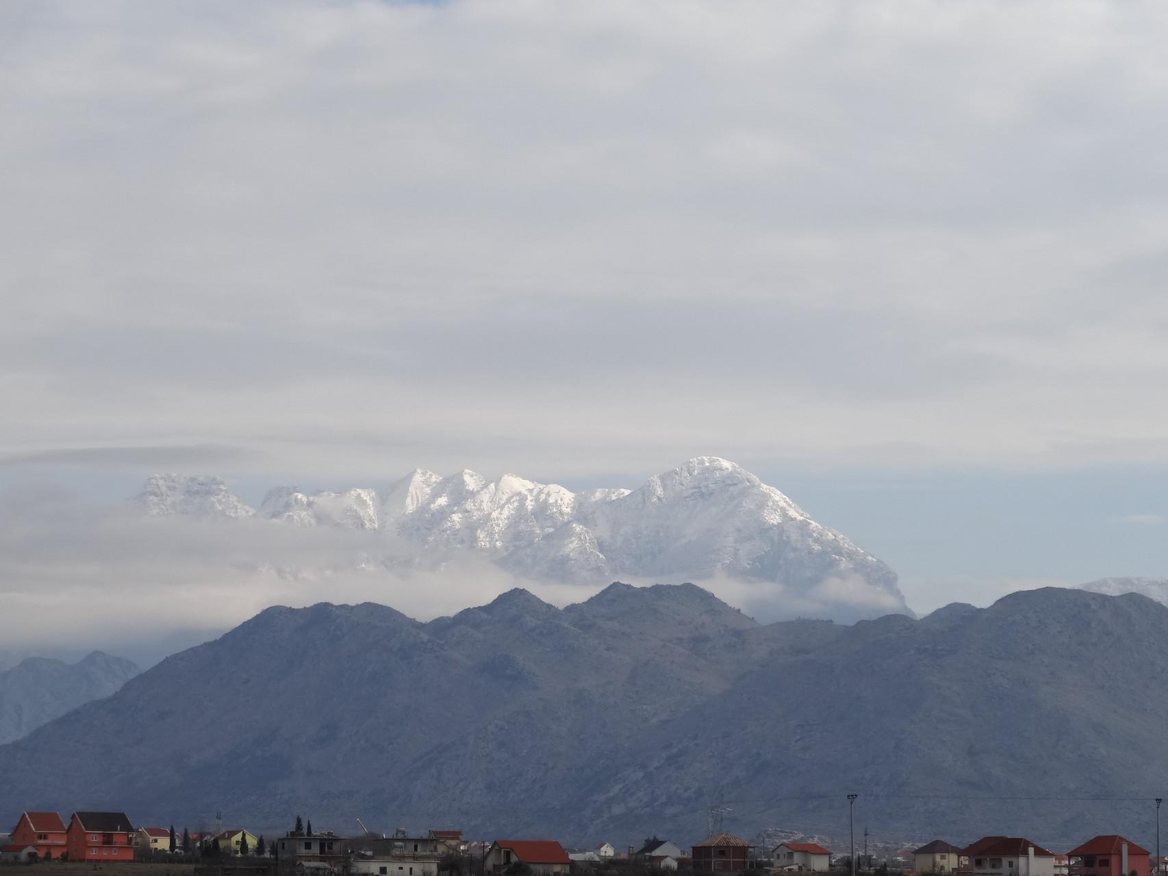 Je contourne les montagnes albanaises par la plaine jusqu'a Tirana