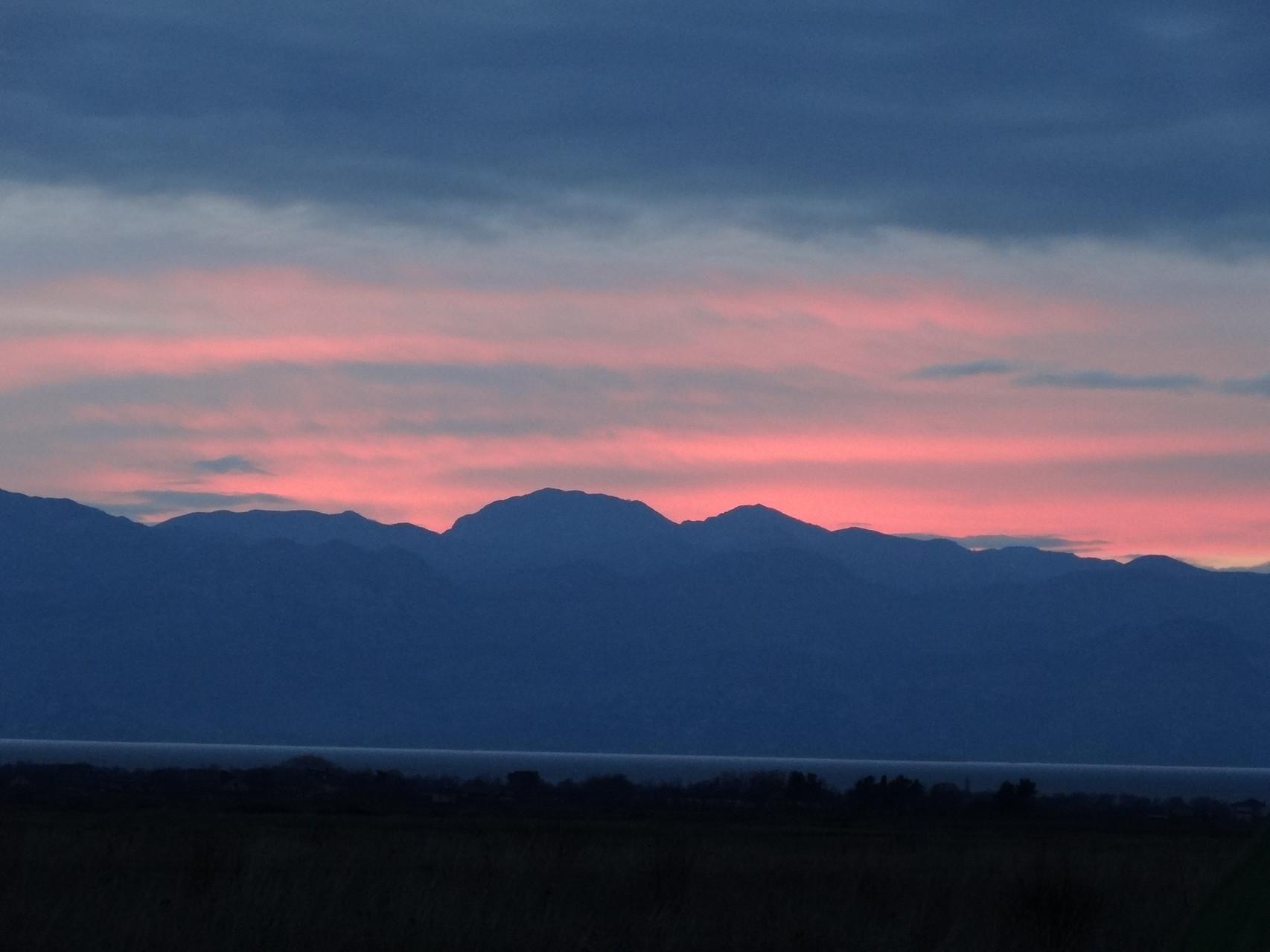 Leve de soleil sur le Montenegro que je quitte apres une semaine.
