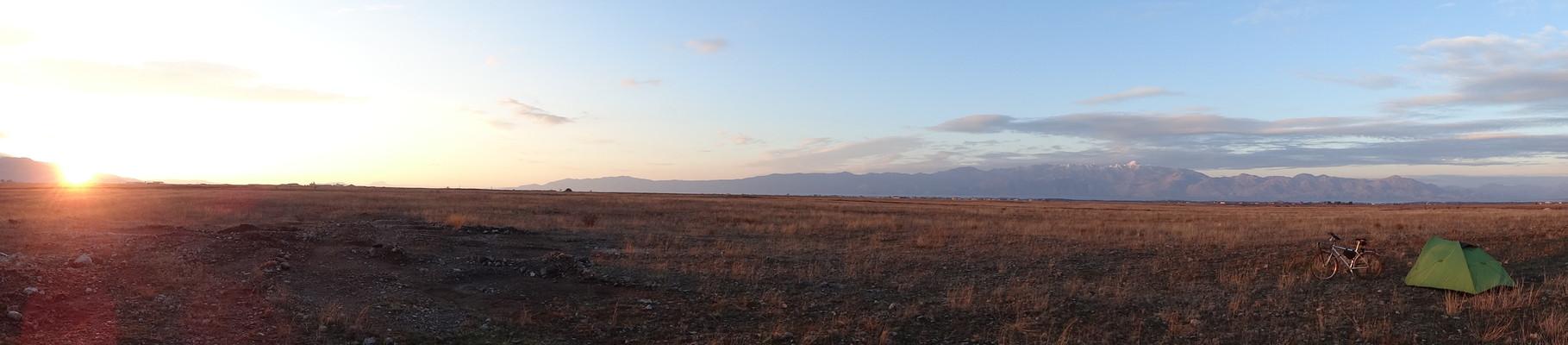 Leve de soleil panoramique. Albanie, jour 1.