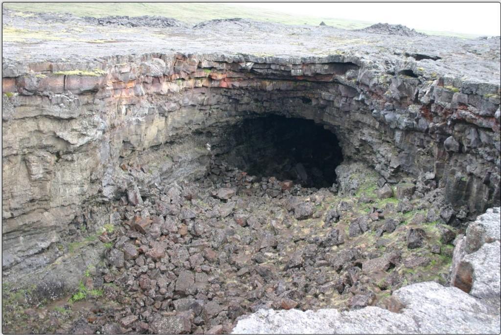Lavahöhlen in Surtshellir