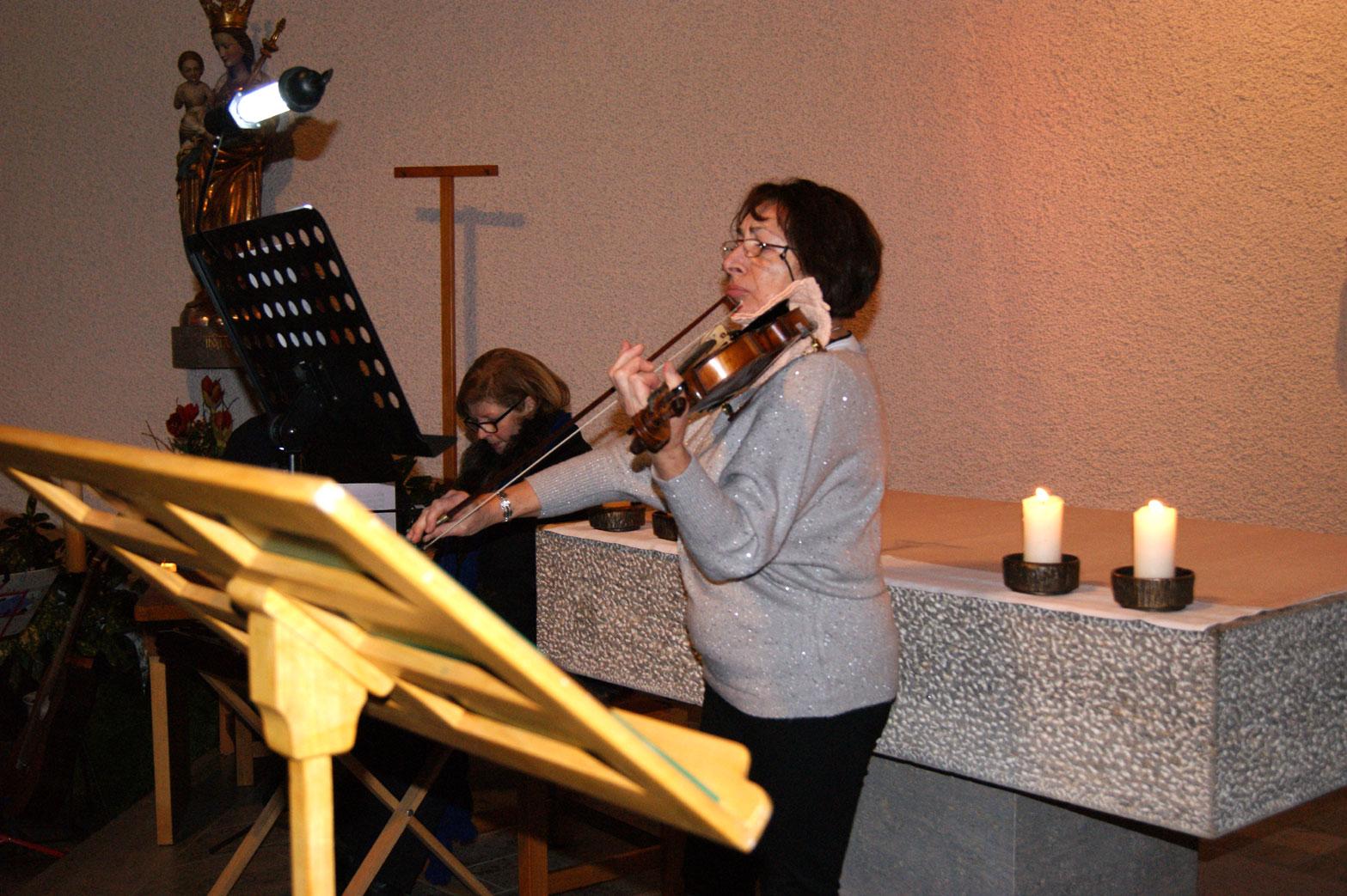 Frau Raysa Gochmann brachte herrliche Geigenklänge in die Kirche