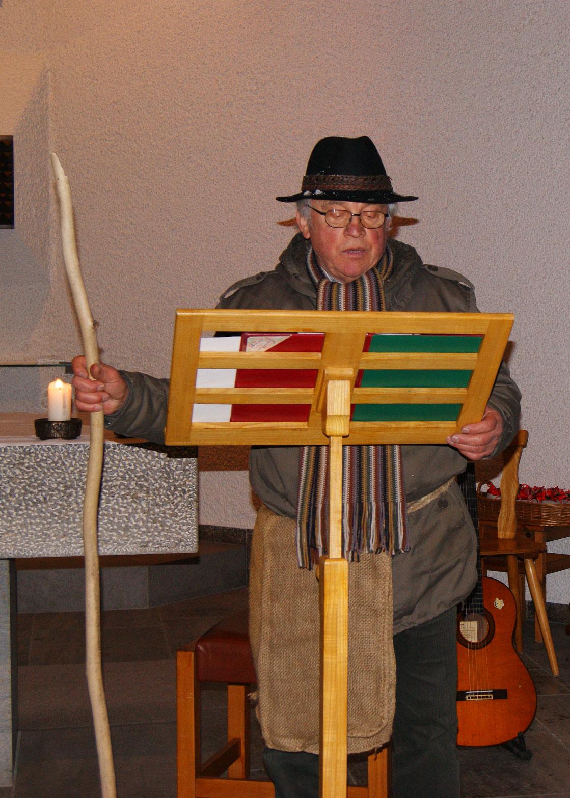 Xaver Wurm kam als Hirte mit einer andächtigen Weihnachtsgeschichte vom Hirten