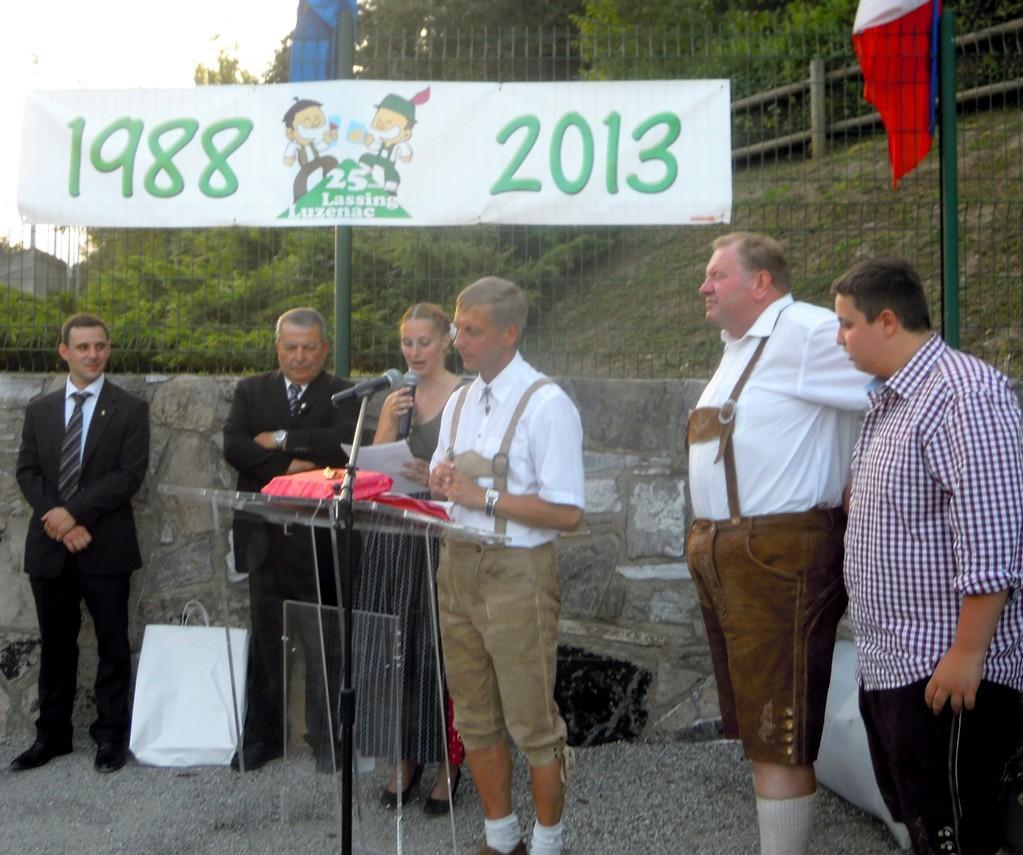La partie officielle avec des disours sur la place de Lassing à Luzenac(Ariège)