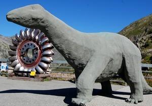 Dinosaure et turbine au barrage du lac d'Emosson