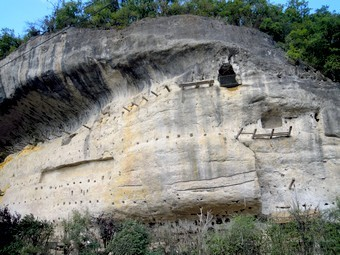 habitat troglodyte, grottes du roque de Cazelle