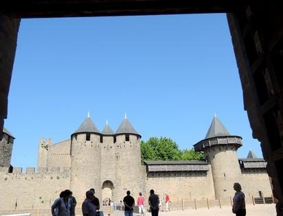 L'entrée au château comtal est dégagée.