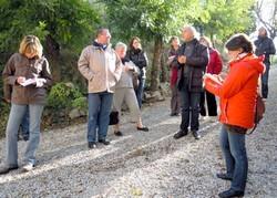 Amélie à gauche, Katia à droite (guides), au centre le formateur:Michel Aliaga (Architecte-conseillé au C.A.U.E. 11)