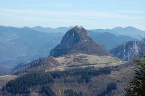 le site impressionnant du château de Montségur (Ariège), haut-lieu du catharisme