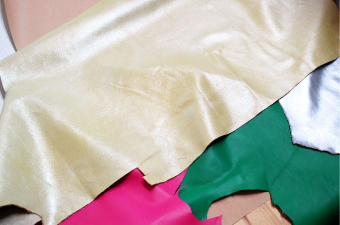 光沢のある日本製加工皮革