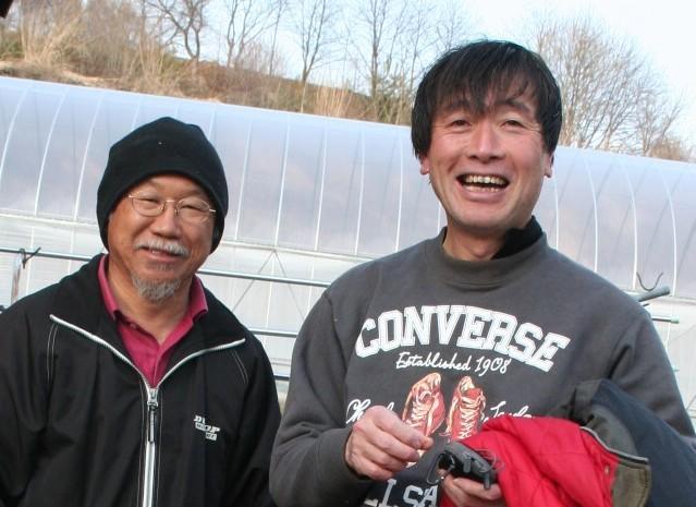 キヨシ君。左は農場長