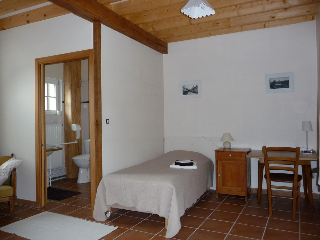 Chambre 3 épis label tourisme et handicap : Visite au village - Les noisetiers chambres d'hôtes au coeur du val de noye