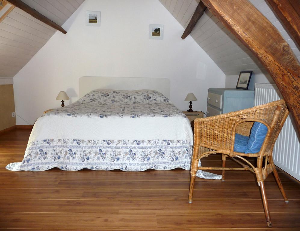 Chambre non labellisée : Le petit Grenier - Les noisetiers chambres d'hôtes au coeur du val de noye