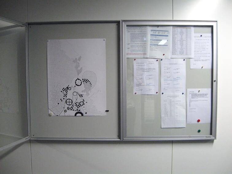 Affichage des dessins dans les couloirs de l'entreprise