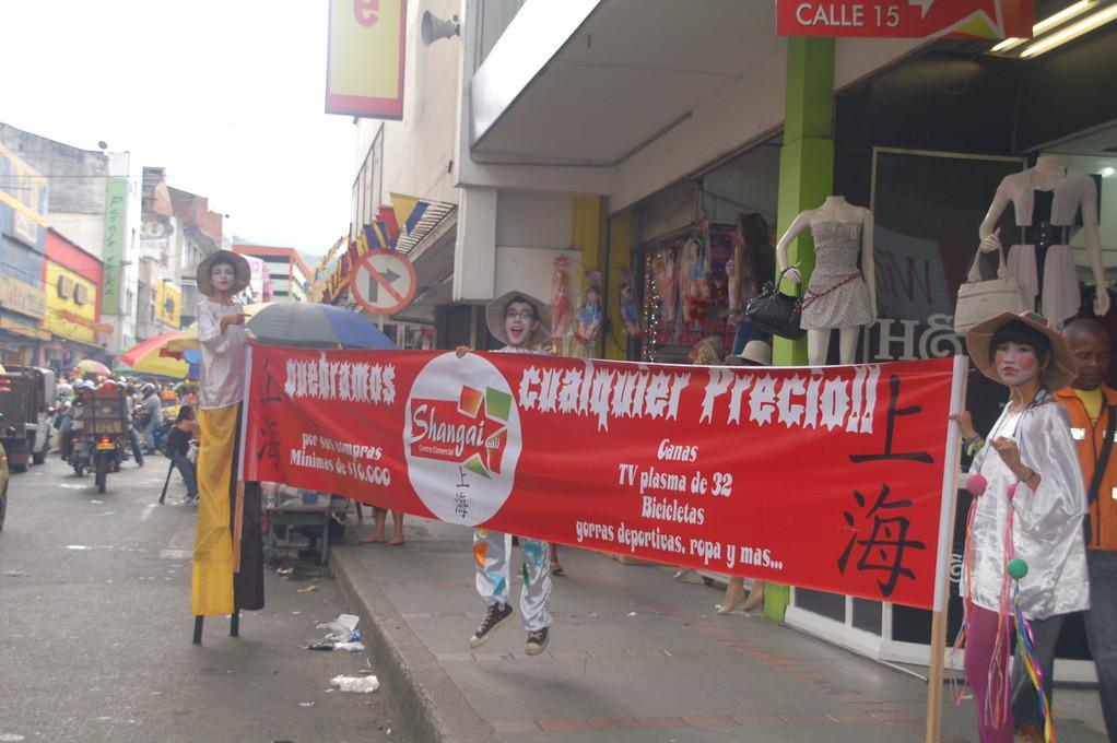 CENTRO  COMERCIAL SHANGAI  ACTIVACION  ZANQUEROS,DESFILES ETE