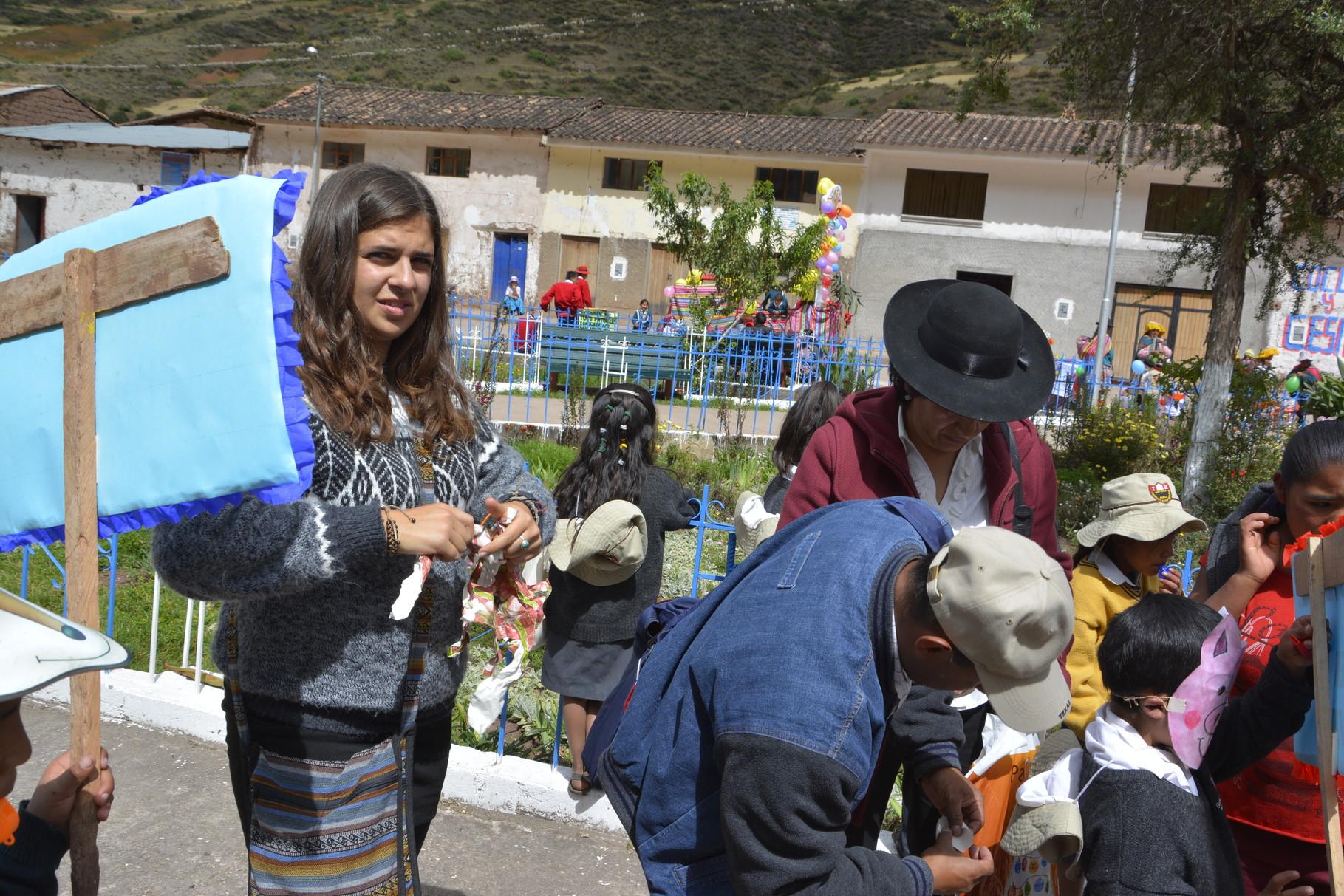 12 Mayo - Departiendo en la Plaza de San Salvador