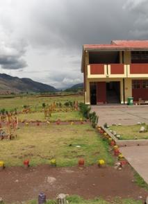 La escuela pública de Oropesa en los Andes, donde el equipo de Econtinuidad desarrolla actividades desde el año 2009 (Cusco - Perú)