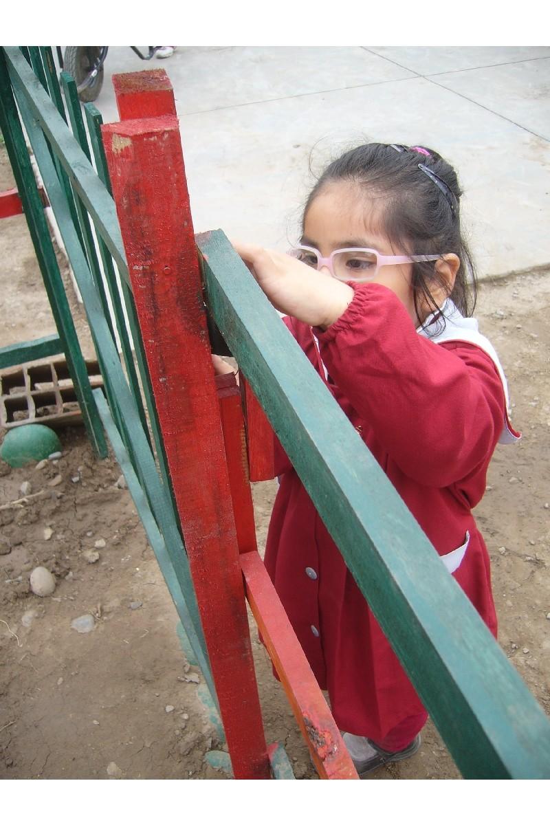 La pequeña alumna nos muestra como se abre la puerta. 21 Julio
