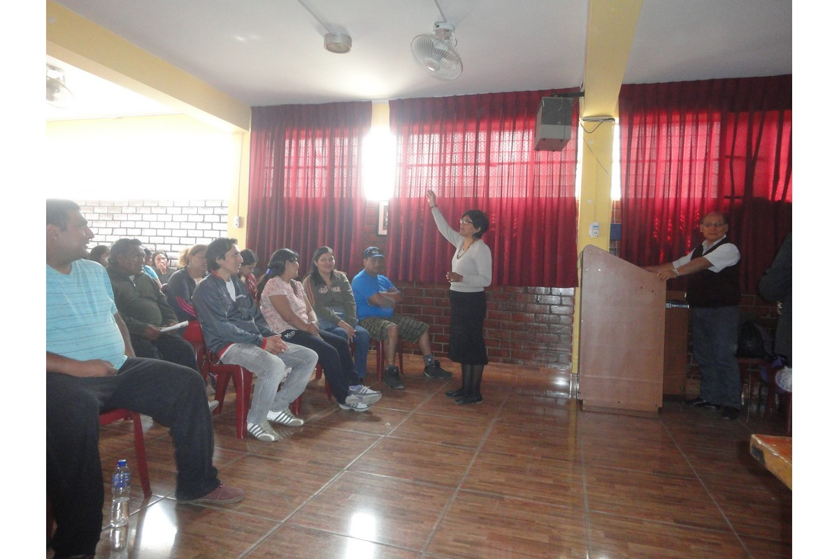 La Prof. Rosaura Responsable de área de Pedagogía da a conocer la importancia del Biohuerto para sus hijos.