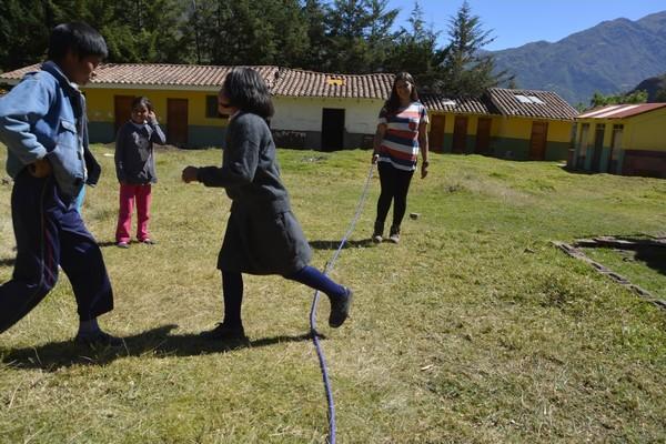 Saltando la cuerda.