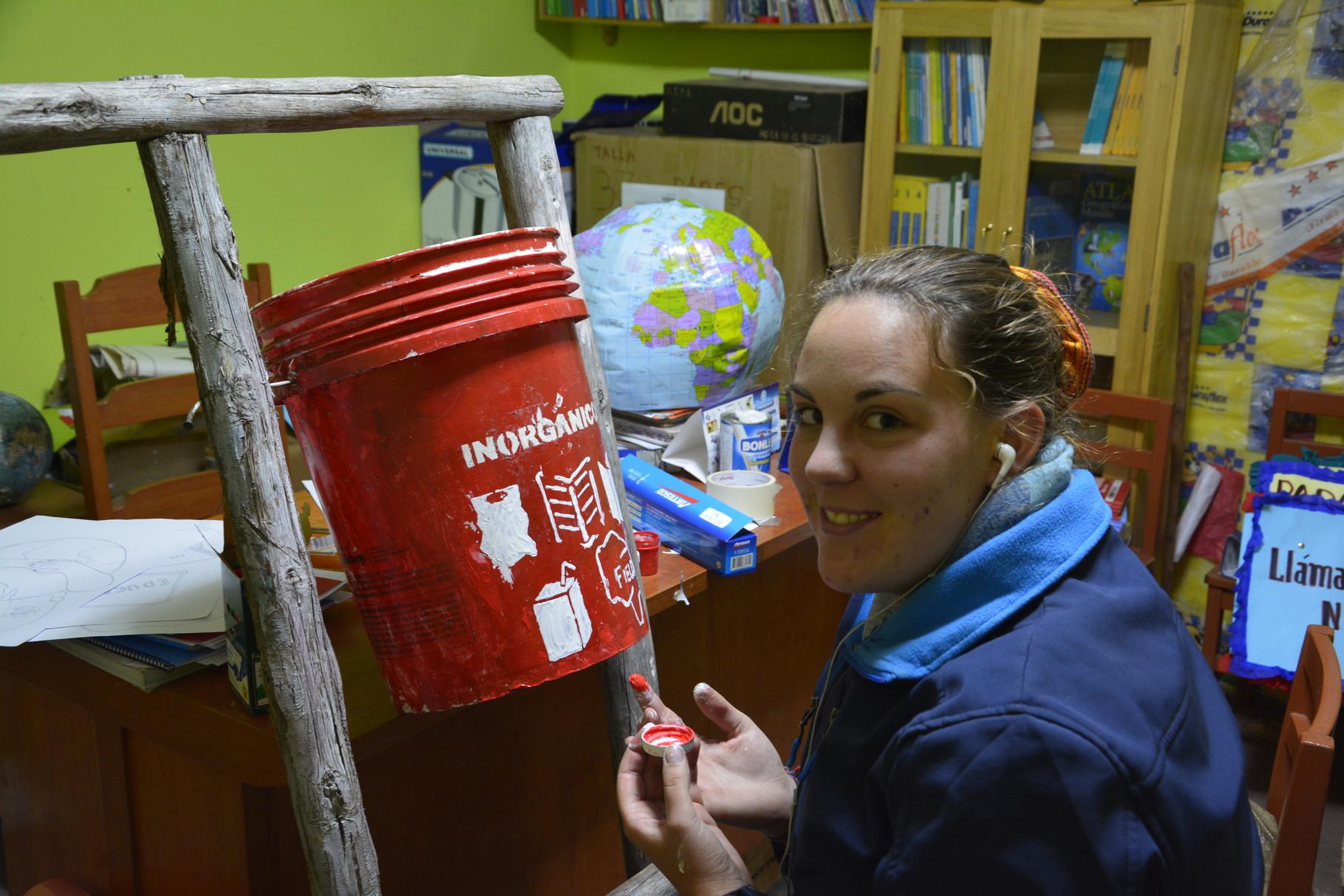 14 Mayo - Elaborando un tacho para residuos inorgánicos.